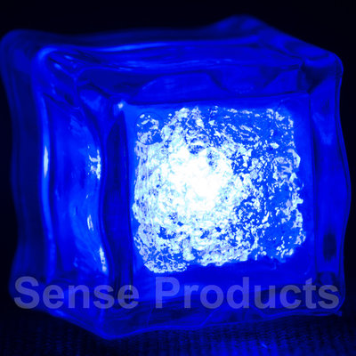 Blauw lichtgevende ijsblokjes