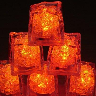 Set van oranje lichtgevende ijsklontjes
