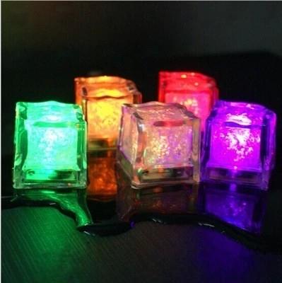 Multi-color lichtgevende ijsblokjes