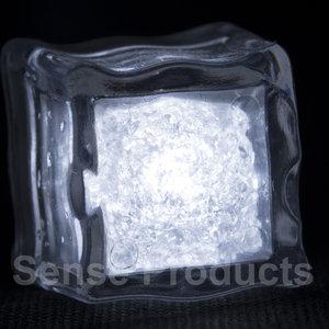 Wit lichtgevende ijsblokjes