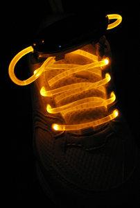 Gele lichtgevende led veters